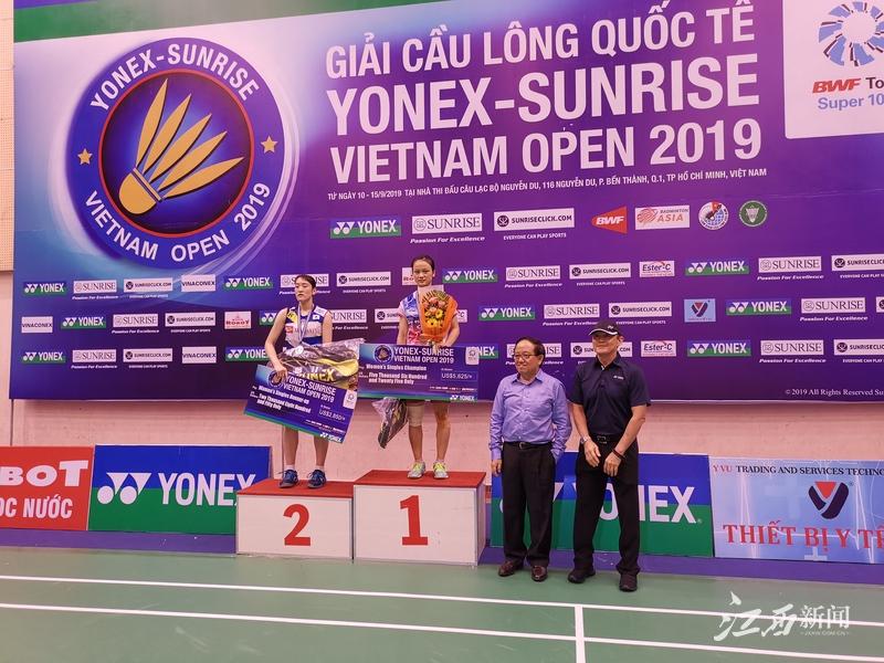 厉害了!江西姑娘张艺曼越南羽毛球公开赛单打折桂