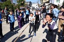 精彩竞技!看山区小学的冬季运动会