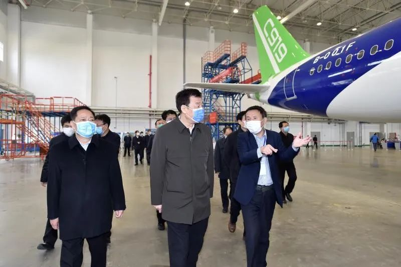 复工复产关键时刻,刘奇书记去看了在南昌的两架C919