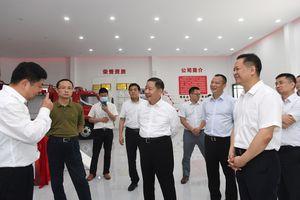 殷美根:集中力量培育壮大优势特色产业链 促进工业经济高质量跨越式发展