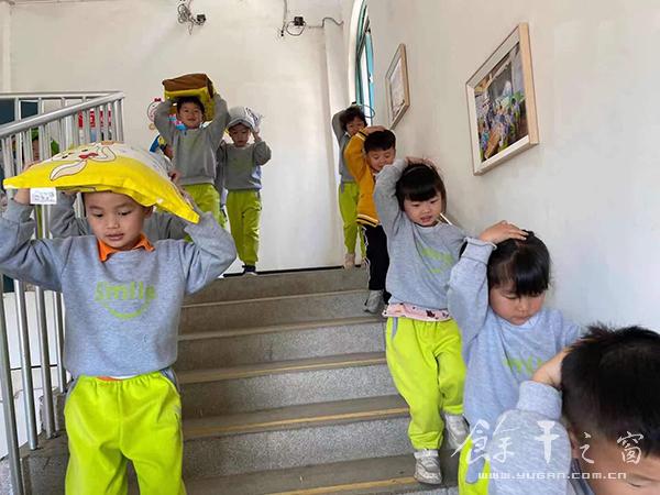 """县实验幼儿园举行""""安全你我,平安'童'行""""演练活动"""