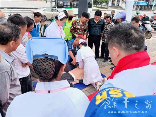 余干县红十字会举行急救知识宣传活动