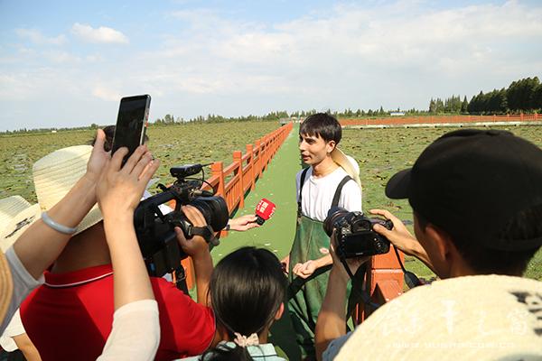 长江之歌融媒体新闻行动走进我县进行新闻采风